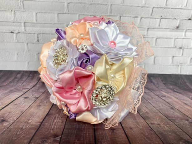 Piękny bukiet ślubny koronka broszki