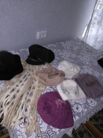 Кепи,шапочки, шарфы, водолазки,костюмы