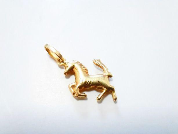 """Złoty wisiorek """"KOŃ"""" PR 585"""