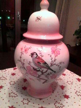 Peça decorativa em porcelana