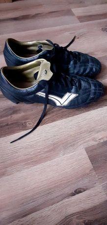 Korki, buty do gry w piłkę nożną