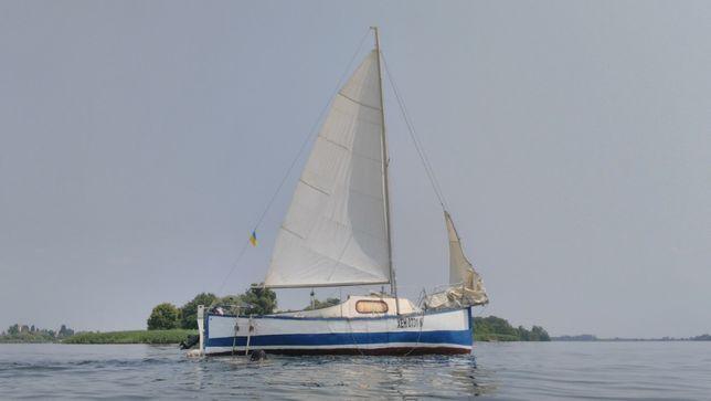 Продам алюминиевую парусно-моторную яхту в полном вооружении с местом