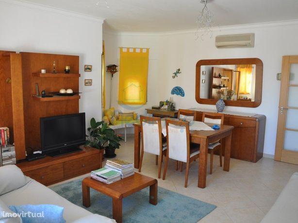 Apartamento T2 na Serra da Amoreira com terraço e 3 parqu...