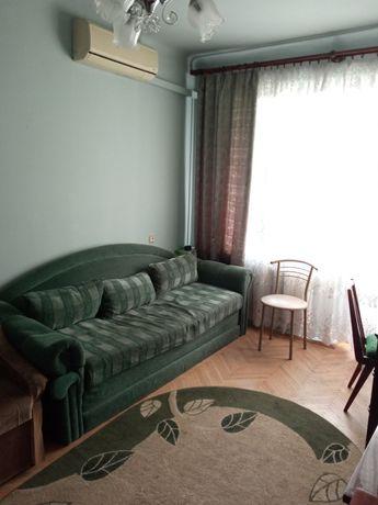Диван розкладний 2 спальний з 3 подушкаии