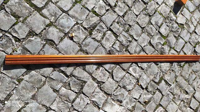 Rodapé de madeira mogno