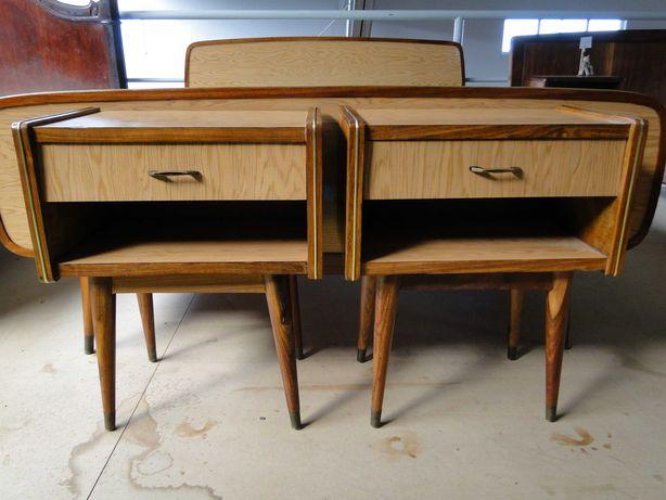 Mesas de cabeceira em madeira maciça - óptimo estado - Valor unitário