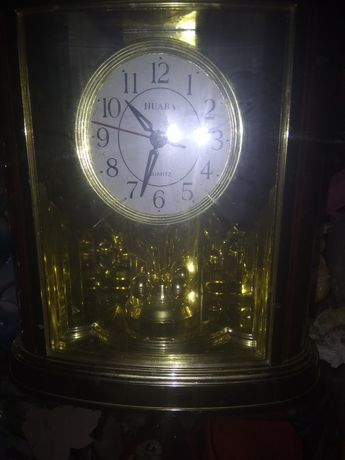 Настольные, каминные часы с вращающиеся маятником