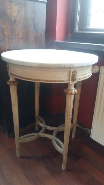 Stolik z blatem z białego marmuru