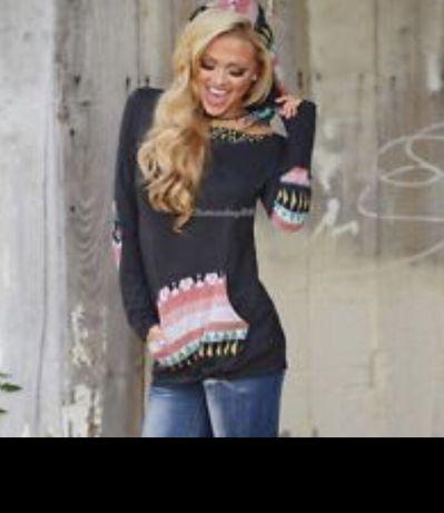 Śliczny sweterek z kapturem