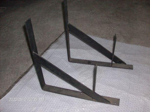 Dois esquadros em ferro para prateleiras c/38 x 38 cm