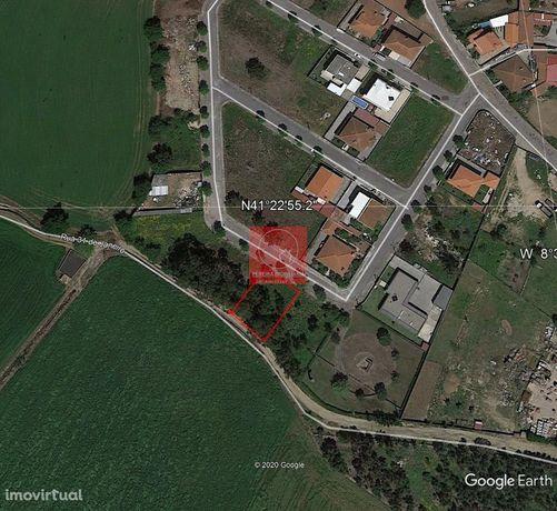 Lote de terreno, com 490 m2, em Urbanização de Fradelos