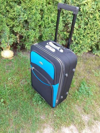 Sprzedam walizkę stan bdb