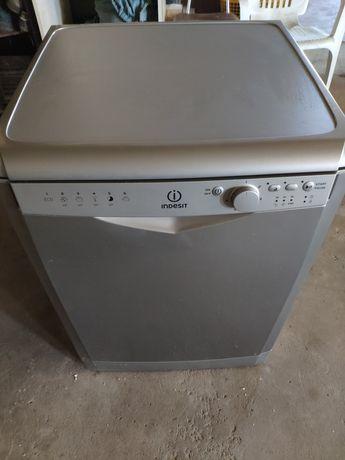 Maquina de Lavar a loiça Indesit