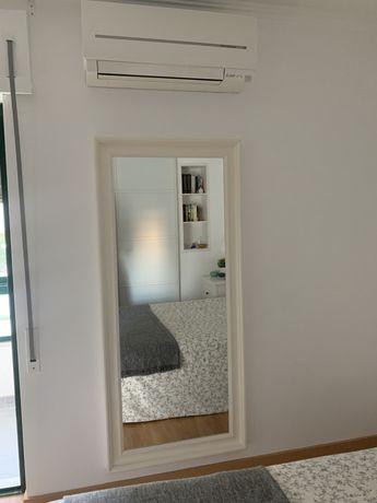 espelho branco de parede