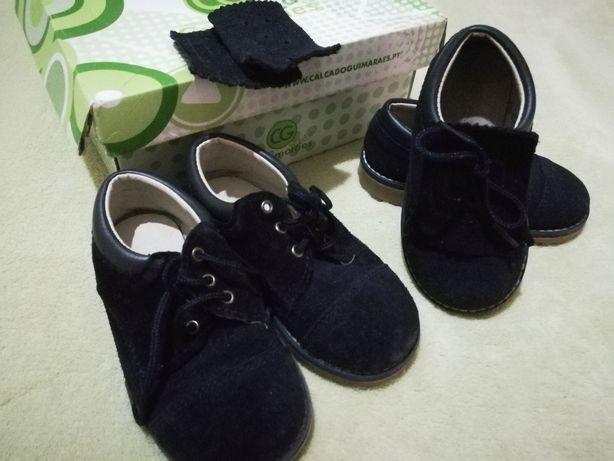 2 pares de sapatos unisexo n. 22 e n. 24