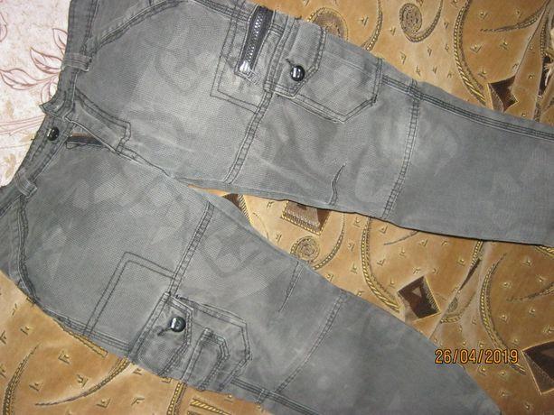 Современные джинсы , в звезды. , на мальчика 5-8 лет