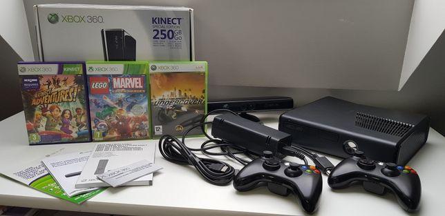 Xbox 360 z pamięcią 250GB, dokumentami i kartonem