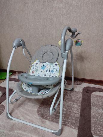Продам Детский кормильный столик, кресло-качалку, манеж.
