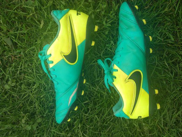 Футбольні бутси Nike Tiempo