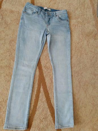 Фірмові джинси Levi's для дівчинки