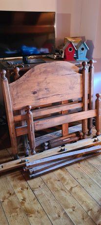 Duas camas rusticas com colchão