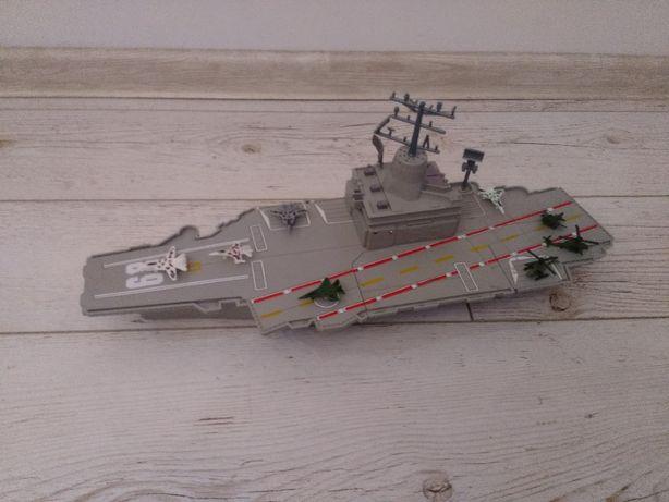statek lotniskowiec zabawka
