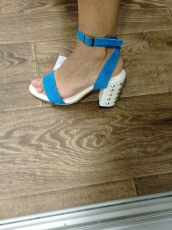 Босоножки. Обувь. Замшевые. Новые