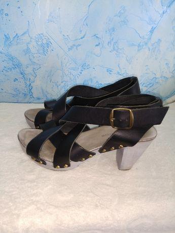 Кожаные босоножки на каблуках сабо 37р