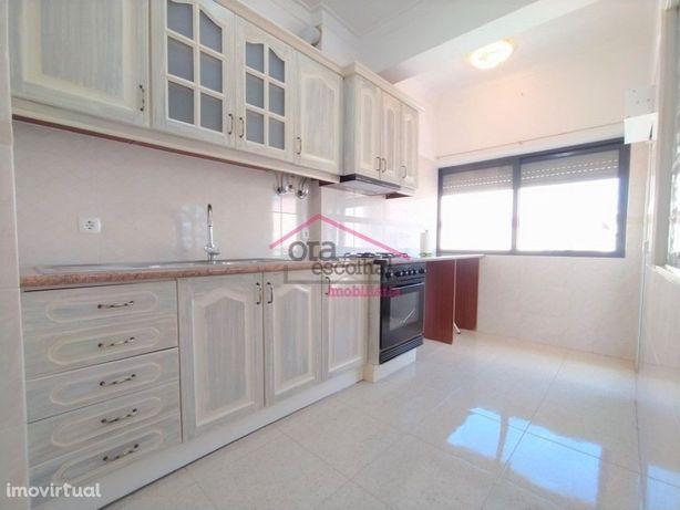 Apartamento T2+1, RENOVADO e PRONTO A HABITAR, com varand...
