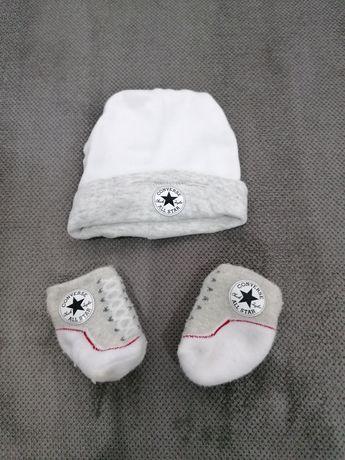 Czapeczka niemowlęca Converse i skarpetki