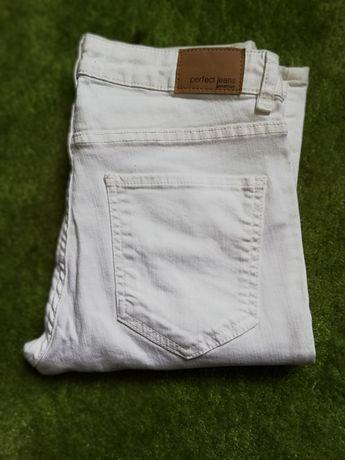Nowe idealne na lato białe spodnie jeansy gina tricot