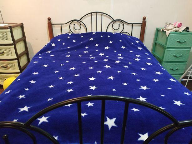 Кровать с матрасом 160*200 см