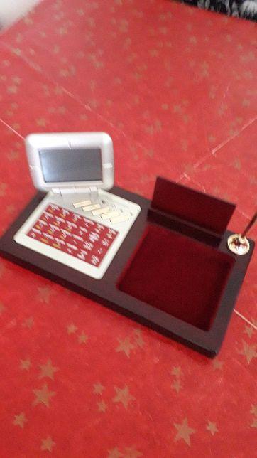Aparelho de mesa com calculadora