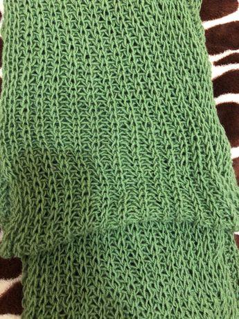 Вязаный шарф зелёного цвета