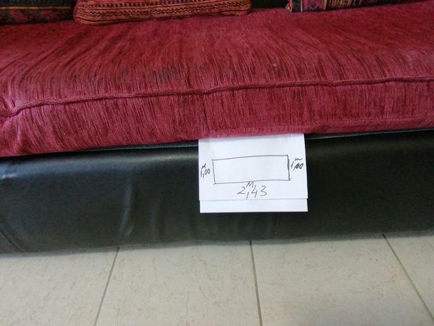 Sofá de couro e tecido grande