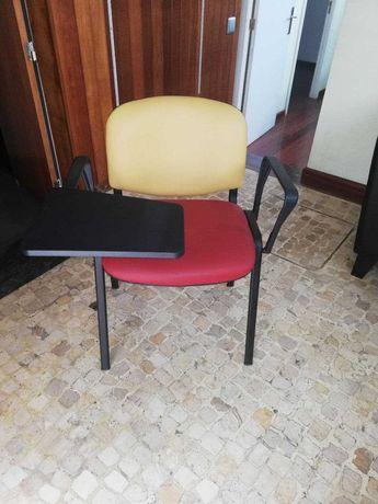 7 Cadeiras em pele alcochoadas e com tampo para escrever