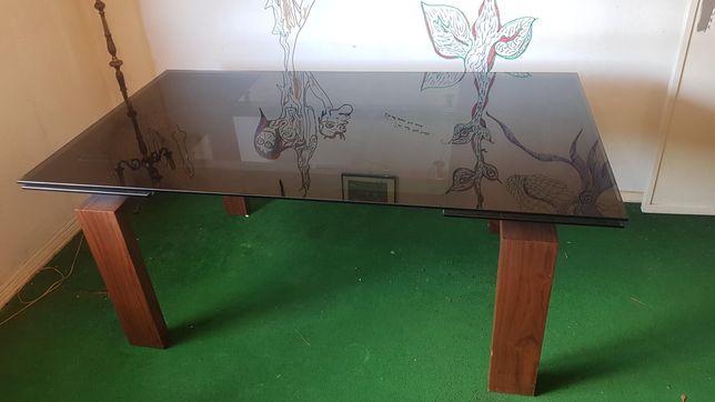 Mesa de Sala em madeira com Tampo de Vidro Temperado extensível.