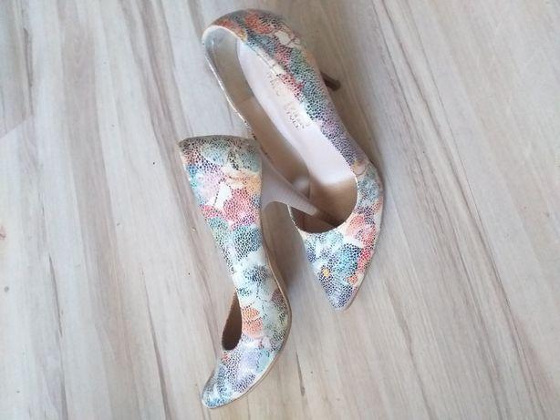 Piękne skórzane pantofelki