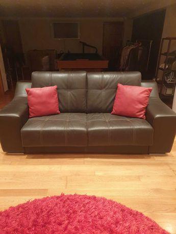 Vendemos sofá cama em pele verdadeira!