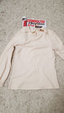 Бежевая атласная блуза с длинным рукавом