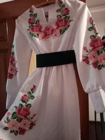 Продам блузку і плаття ручної вишивки .