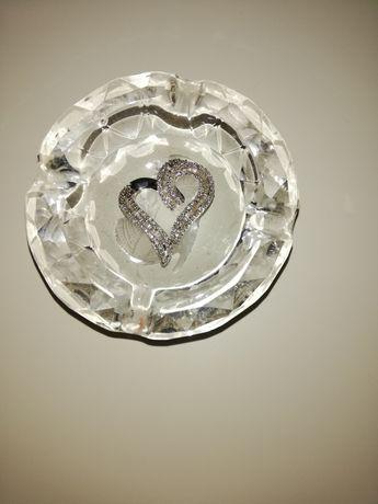 Przewieszka z bialego zlota z diamentami