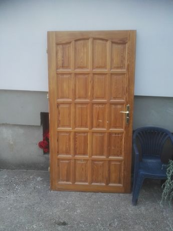 Drzwi drewniane wewnętrzne prawe 100 cm futryna