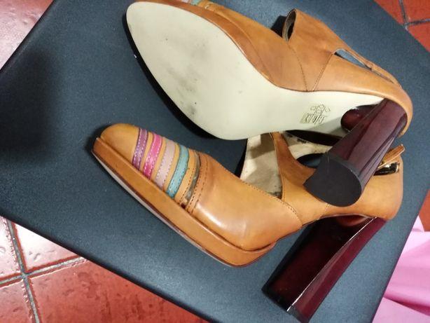 Vendo sandálias Bagatti