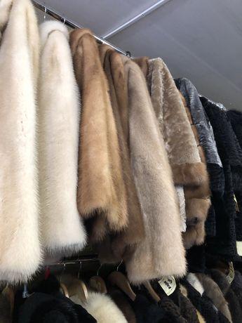 Комиссионный магазин принимает  верхнюю одежду