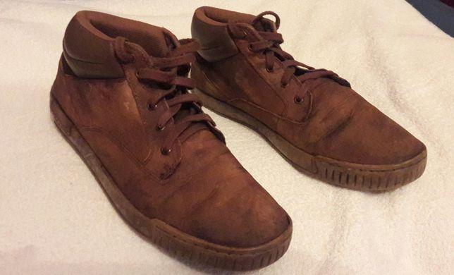 Ботінки на шнурках