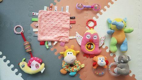 Zestaw zabawek dla maluszka grzechotki  zawieszki