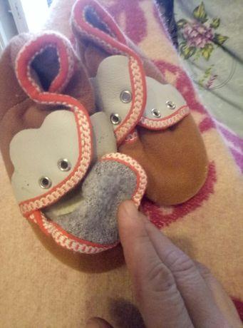 Обувь на девочку, есть  chicco