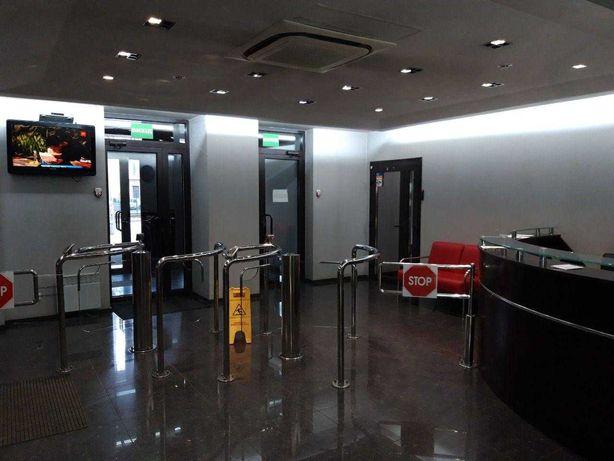 Сдаётся офисное помещение 158 кв. м. на восьмом этаже. Без комиссии