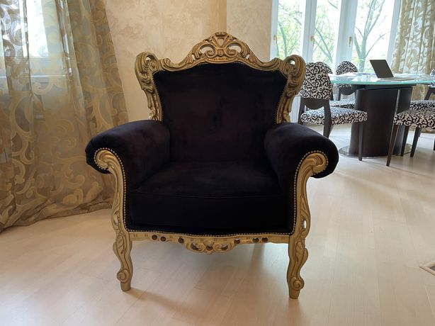 Черное кресло италия бархат золото